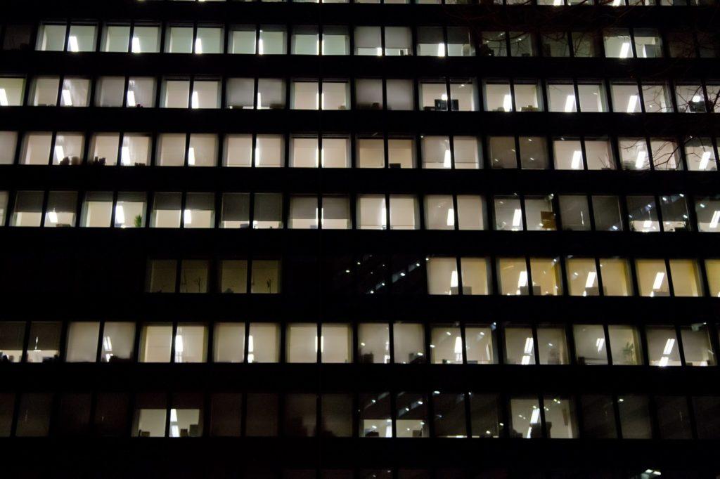 眠らないオフィス