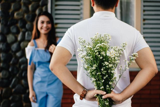 公務員と結婚するための方法3 婚活パーティー