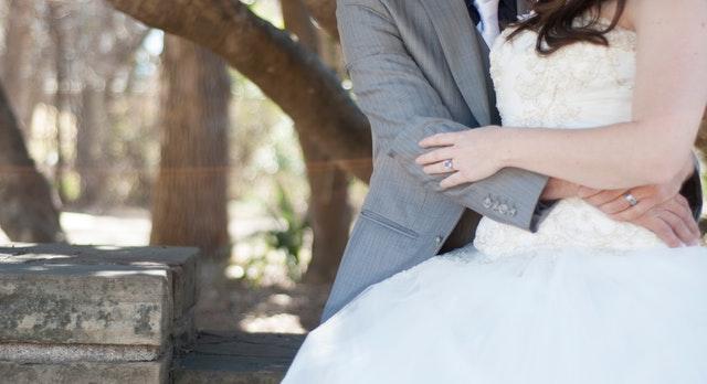 公務員と結婚して後悔しないためにはどうすればいい?
