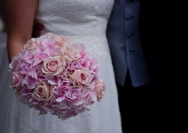 公務員と結婚するメリットその2 転職リスクが低いので安心
