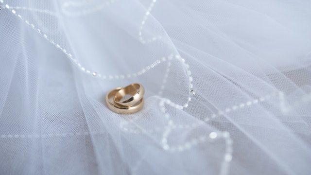 公務員と結婚して後悔した体験談4選!後悔する人の特徴と対策